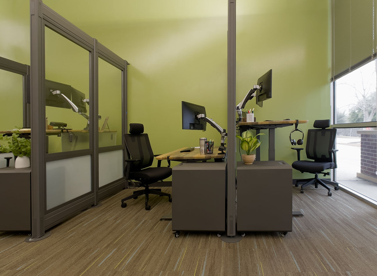 vari office furniture in the united health services office   image
